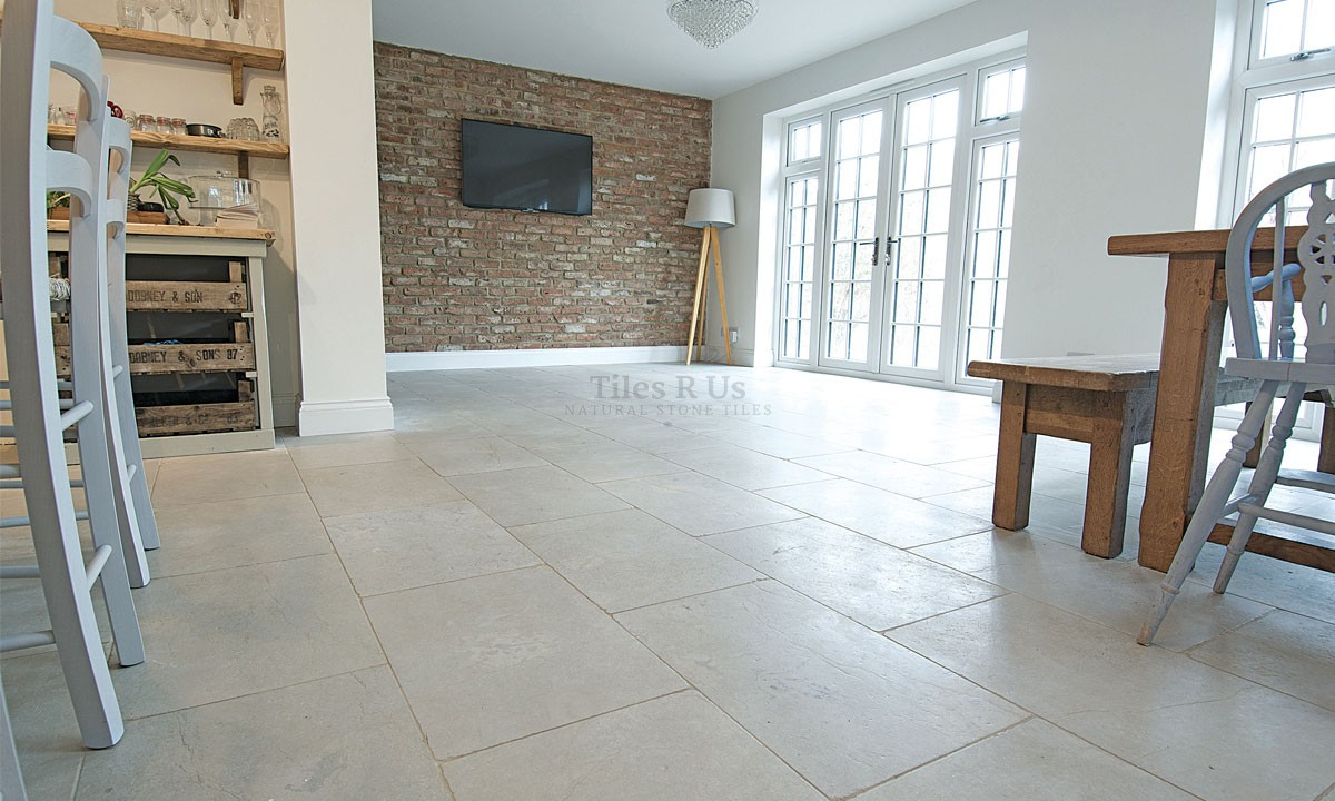 Limestone Tumbled - Montpellier Gris 600 x Free Length x 20mm Life Style